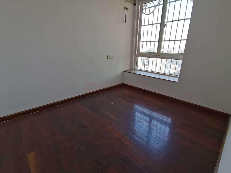 中旅侨苑3室1厅1卫东西朝向仅560万元