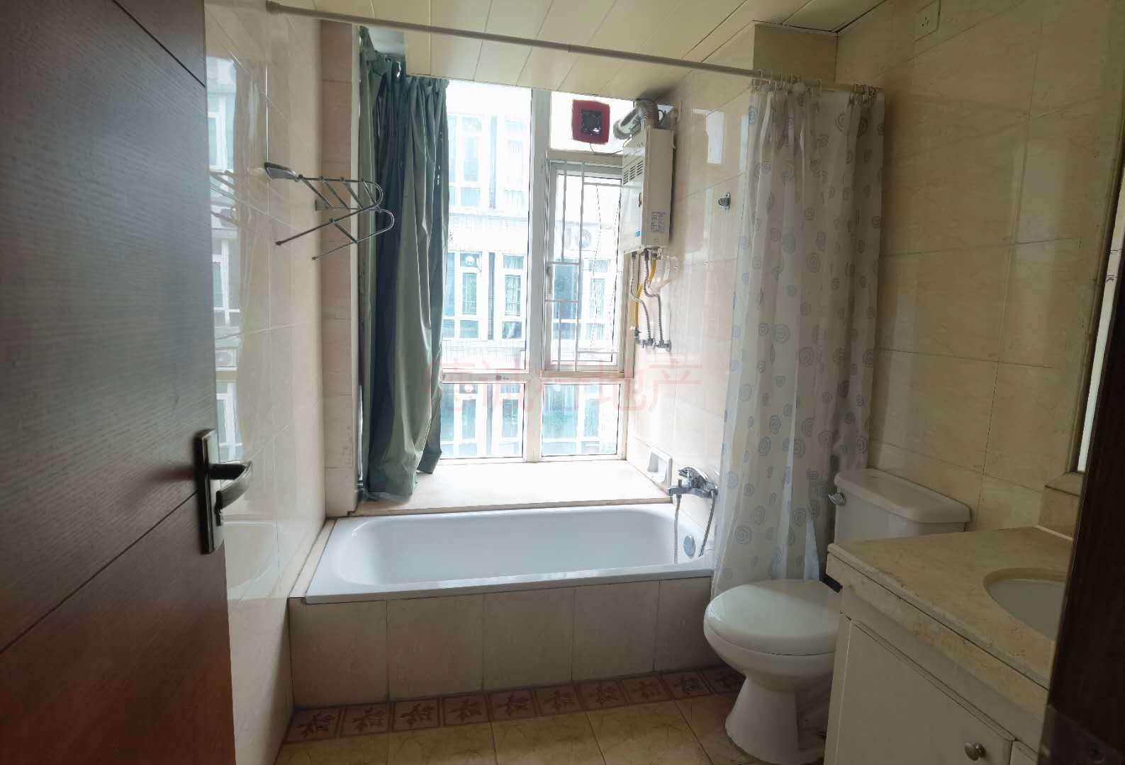 华南新城4室2厅2卫东南朝向仅468万元