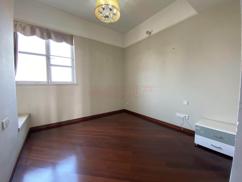 金域蓝湾5室2厅2卫东南朝向仅1200万元