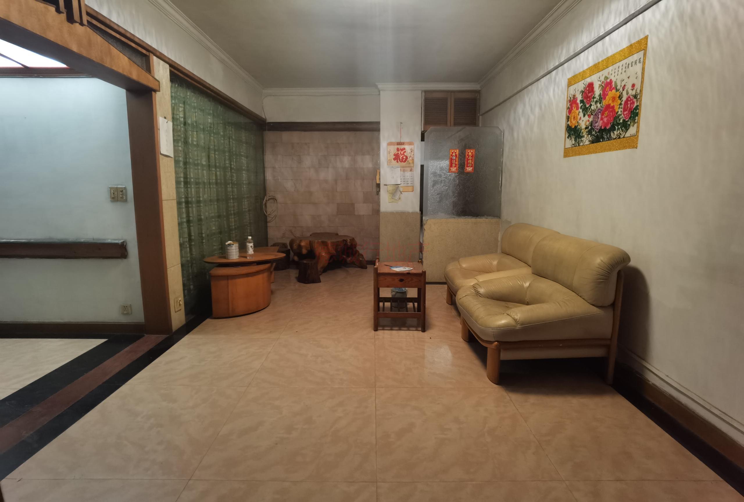 椰诚苑3室1厅1卫东南朝向仅398万元